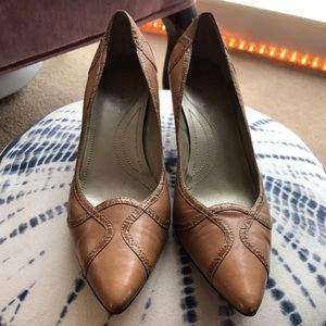 TAHARI | 8 | Tan Leather Snake Skin Trim Pumps